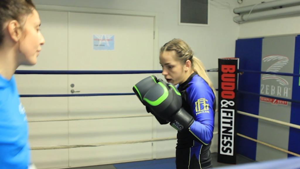 Josefine lindgren knutsson går match i K-1