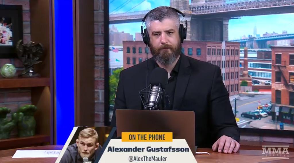 Alexander Gustafsson på infälld bild under intervju med Luke Thomas i The MMA Hour inför UFC 227