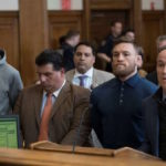 Conor McGregor står upp i rättegångssalen