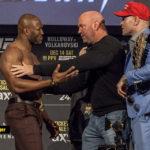 Kamaru Usman och Colby Covington hålls borta från varandra av Dana White