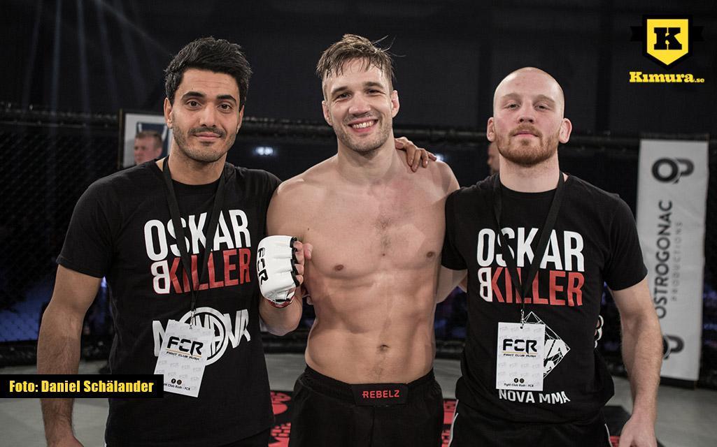 Oskar Biller med coacher efter vinst