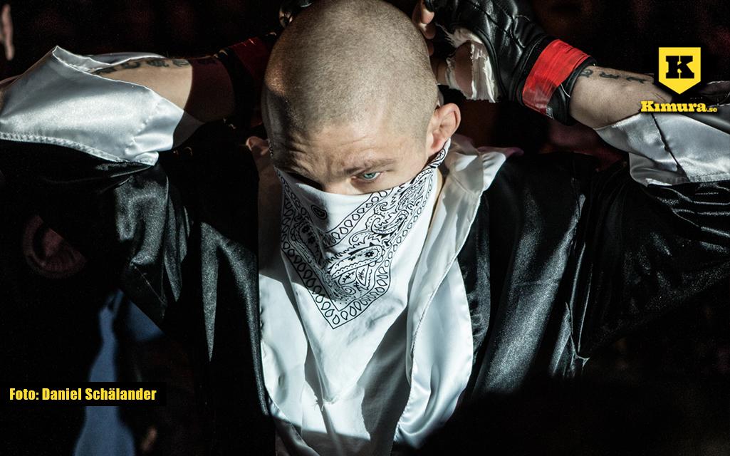 Zebaztian Kadestam går in till buren på Superior Challenge 15