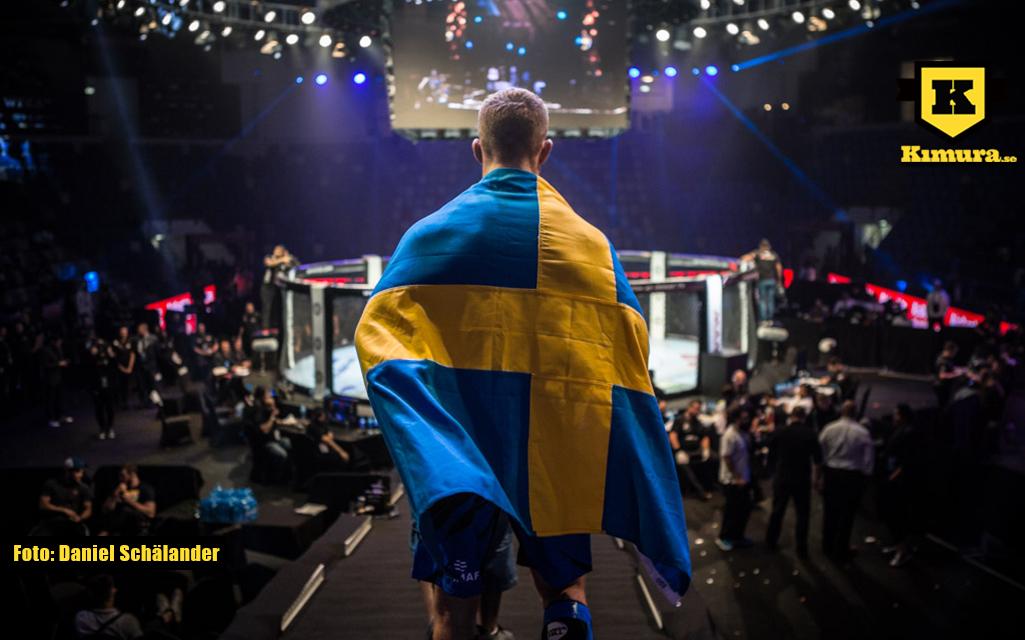 Andreas Gustafsson Berg går in till VM final med den svenska flaggan över axlarna