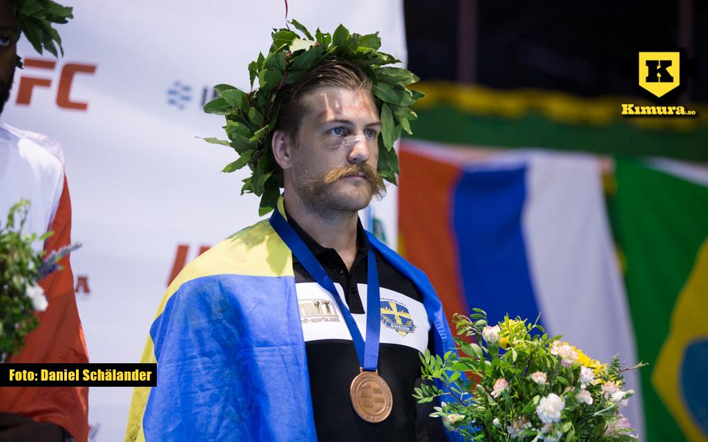 Andreas Knutsson med EM-brons runt halsen