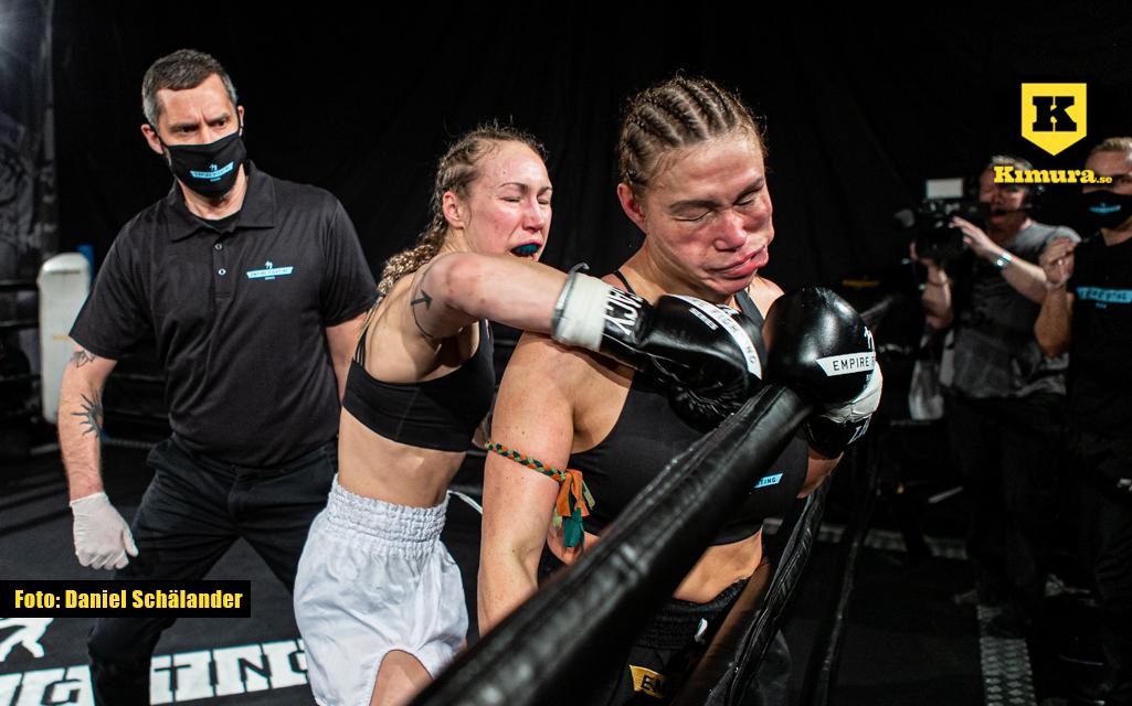 Viktoria Lauenstein träffar med en höger på Empire Fighting Series