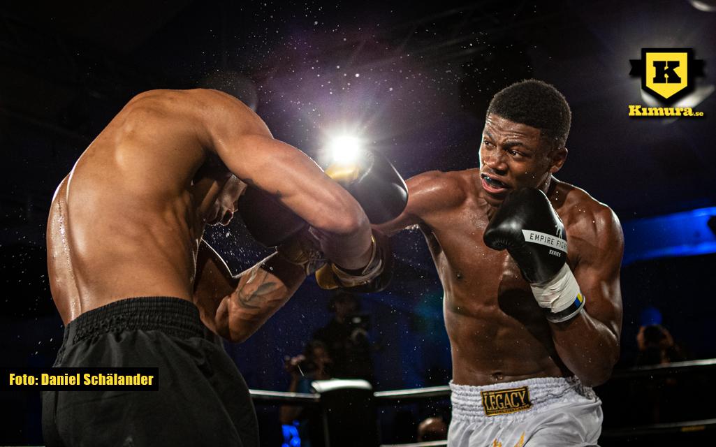 Costas Nanga träffar med en hård höger på Empire Fighting Series