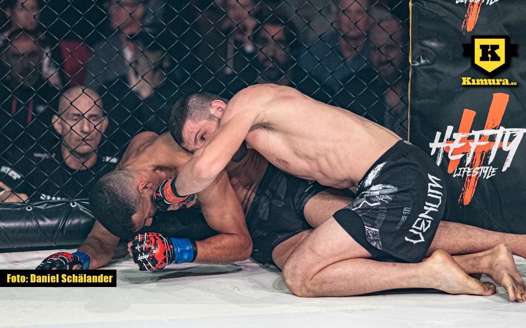 Arbi Mezhidov slår Sahil på marken